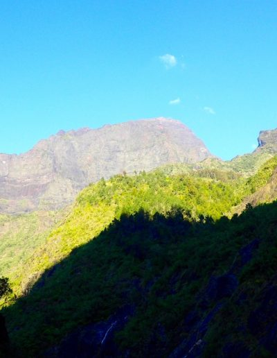 Vue depuis le canyon de Bras rouge à Cilaos